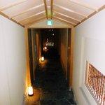 祇園畑中 - 離れに行く廊下