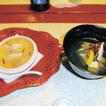 祇園畑中 - お椀(煮あわび・マツタケ他)、温物(小蕪フォアグラの玉〆・穴子他)
