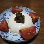 ジビエ料理アンザイ - 豆腐とフルーツトマトの蕗味噌添え