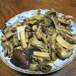 ジビエ料理アンザイ - キノコのバター炒め
