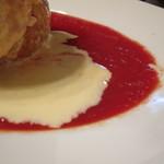 チェントアンニ - 酸味のあるトマトソースに、マイルドなチーズソース。