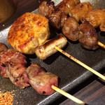 食DINING - 鳥レバーとつくねとかしらと豚ホルモン…豚ホルモンが絶品(*^^*)