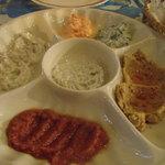 ナザール - カルシュク メゼ(前菜の盛り合わせ)1600円