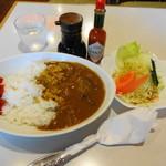 喫茶サンド - 料理写真:カレーライス(野菜サラダ付)500円