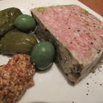 ブルックリンパーラー - 【夜】パテ・ド・カンパーニュ。高脂肪高蛋白なパテカンは美味しい。