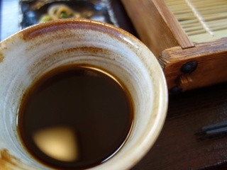 そば処 Q.庵 - 濃い目の汁、塩分は相当控えた逸品 相当手間がかかっている上等な品、しかし大盤振る舞い♪