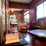 木鳩屋 - ご主人は家具職人だそうで作品が展示されています