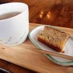 とちの実カフェ - 水じゃなく、お茶とお茶菓子が出てきました(2回目訪問)※ランチタイムは水も頂けました