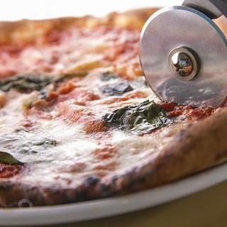 イタリアから取り寄せた素材を使用した、本格ピザ!