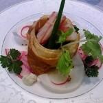 26649382 - ズワイ蟹の冷製パイ包み焼き サラダ風ブーケ仕立て
