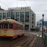 26650038 - レトロな風情たっぷりの路面電車に乗り、大街道駅で下車。