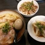 麺屋宗 - 肉まきそば(醤油)¥780 +味玉(クーポンサービス・通常¥100)・Bセット(チャーシュー丼・水餃子)¥200