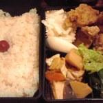 カフェ・グリル・バー 太陽 - 鶏唐揚のおかず弁当 860円也(税込)
