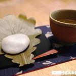 舟和 - 渋いお茶と・・・