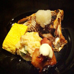 26655577 - 瓢箪弁当  鯛のカマ塩焼き、玉子焼き、ポテトサラダ、鶏の照焼き