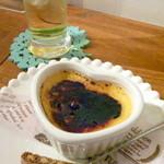 ワタナベナンバン - サンド+サイドメニュー2つ(サラダ、スイーツ)セット(¥630)のスイーツ。この日は焼きプリンでした!揚げ物の後に邪魔にならない、さっぱりとしたおいしさ。