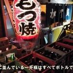 加賀廣 - 店先にはお客さんのボトル(一升瓶)がギッシリ