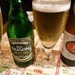 池袋ベトナムビストロ アジアンタオ - ベトナムビール。左)サイゴンスペシャル。右)333。