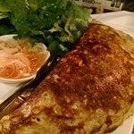 池袋ベトナムビストロ アジアンタオ - ベトナム風お好み焼き・バインセオ。