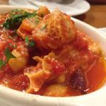 ピッツェリア テルツォ オケイ - トリッパといろんな豆のトマト煮・780円