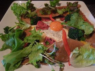 鎌倉やさいとRiche - ベーコン、チーズ、玉子に野菜いっぱいのガレット
