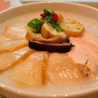 20種類以上の具から選べる「中華粥」