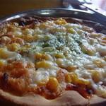 ピザ ミッシェル - トマトソース、サラミ、コーン、ハム、チーズ