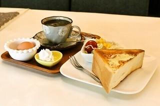 喫茶 林 - モーニングサービス 350円 お好みでウィンナーコーヒに♪