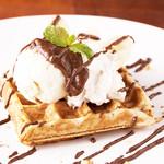 未来食カフェレストラン つぶつぶ - 甘酒チョコワッフル