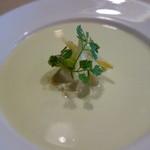 セントベーネ - そら豆の冷製スープ・リコッタチーズ乗せ