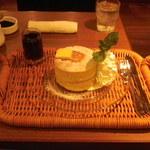 神宮苑 - しっとりふわふわ自家製厚焼きホットケーキ\680+ホイップクリーム増量100