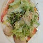 ビストロ アルティザン - 前菜の魚介類入りサラダ