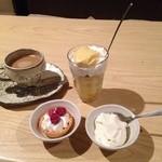あゆか - 「プリンパフェ・なめらか杏仁豆腐・ラズベリータルト」ホットコーヒーと一緒に。