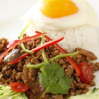 ヒジョビンタン  - 鶏肉バジル炒め玉子のせご飯
