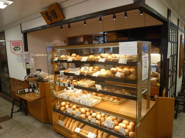 墨繪パン 新宿店 - パンを売っているところは2箇所(表側と裏側)あります