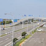 スターバックスコーヒー - 空港連絡橋は、この道をまっすぐ。