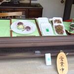 すしとおはぎの駅長さん - お店にゎおはぎの他にも川魚の佃煮や、しらすとかいろぃろ売ってま~っす(〃ω〃)