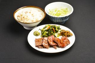 牛タン焼専門店 司 - 牛タン、こがし麦飯(ひとめぼれ+二条大麦こがし麦)、テールスープ、こだわりの定食!
