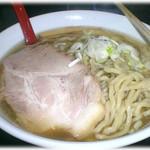26678088 - 煮干強烈なスープに太麺が潜り込む