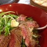 武州うどんあかねandみどりダイニング - サーロインミニステーキ丼セット(日替わり)