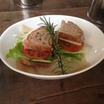 26681411 - サンドイッチ(チーズ、ベーコン、トマト等)