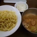冨じお - 【魚介豚骨つけ麺 790円】