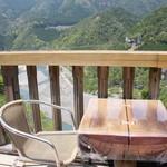 スプルース - 谷瀬の吊り橋を眺めながら食事が楽しめます♪