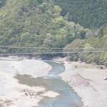 スプルース - 日本最長の生活用 鉄線の吊り橋がけあって迫力あります