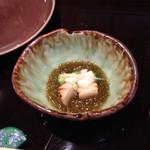 天ぷら新宿つな八 - 付け出し 帆立ともずく酢