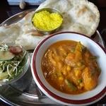 Surutan - 日替わりのカレーはチキンと野菜
