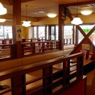 広々とした店内でゆっくりお食事を楽しめます!