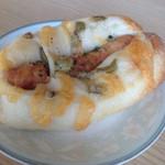 アンダンテ - 料理写真:ウインナーとオリーブのフランスパン