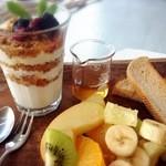 Micasadeco&Cafe - グラノーラヨーグルトヘルシーセット(週末限定メニュー)