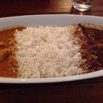 CAFE DE MOMO  - ビーフとバターチキンのコンボカレー。じんわり汗かくサラサラカレー。